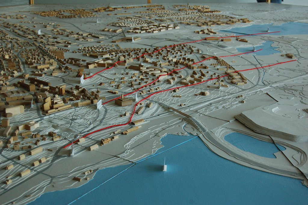 Model of Kiruna with red lines delineating areas of damage due to mining. Image Credit: Geson Rathnow