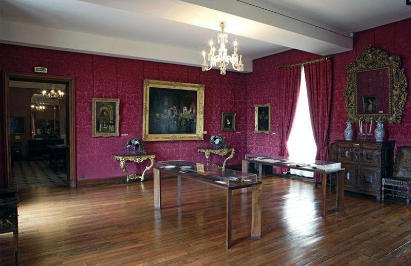 Le Salon Rouge in Victor Hugo's Paris Apartment (image: E. Emo et St. Piera via Maisons de Victor Hugo)