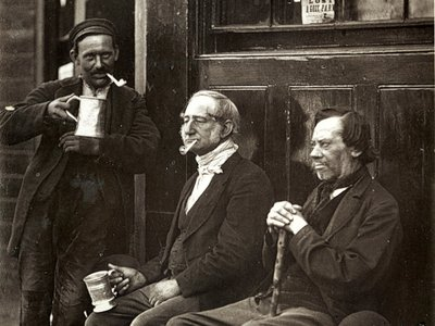 Men smoke pipes and drink on the London streets. Booth's police notebooks reveal the everyday habits of Londoners.