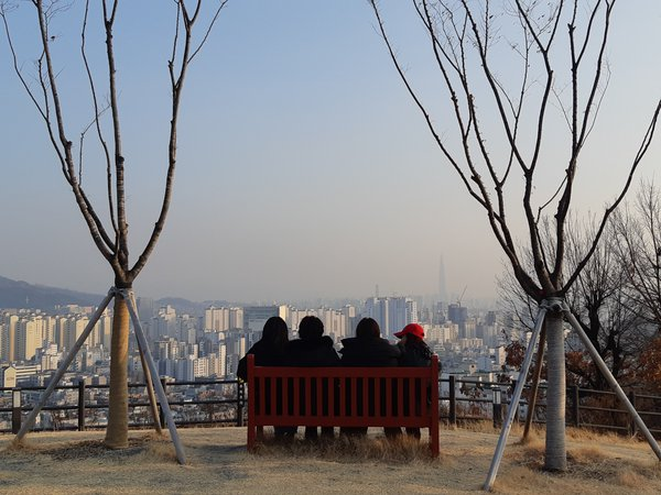 View of Seoul from mountaintop thumbnail