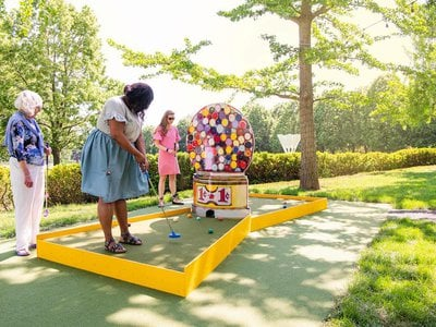 """Wayne Thiebaud's """"Jawbreaker Machine"""" (1963) is just one of the nine artworks reimagined as mini golf holes at """"Art Course,"""" an interactive exhibition at The Nelson-Atkins Museum in Kansas City, Missouri."""