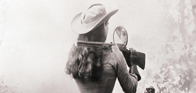 Annie Oakley shooting over her shoulder
