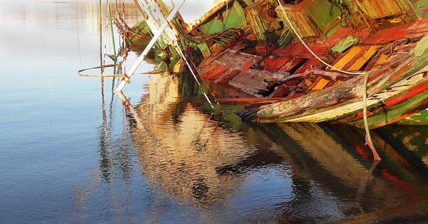 Old boat sinking thumbnail