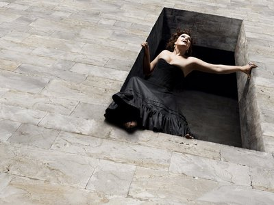 Karita Mattila as Tosca ready to jump to her death in Puccini's perennial favorite that opened the 2009-2010 Met HD Season
