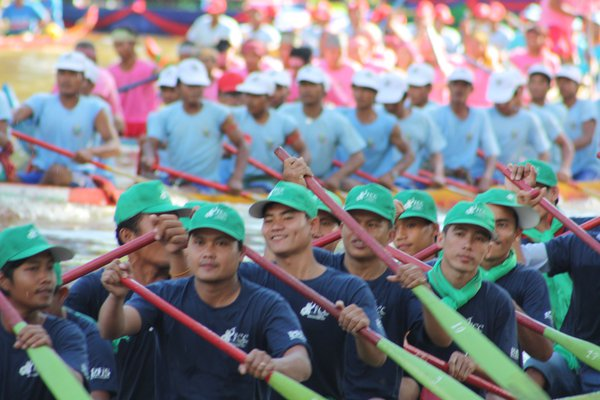 Boat racers at annual Camboidan Water Festival  thumbnail