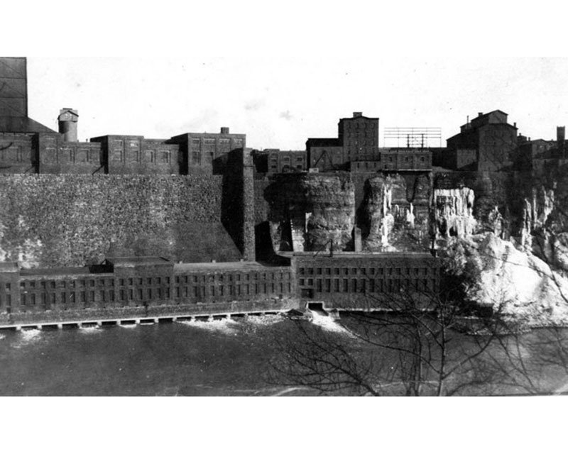 When the Niagara River Crushed a Power Plant