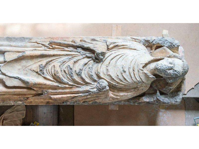 Statue of John de Belton