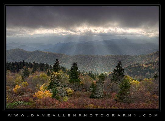 Rays of light along the Blue Ridge Parkway thumbnail