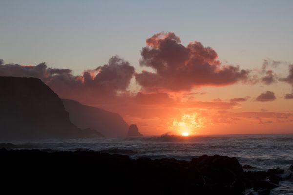 Sunrise on Easter Island thumbnail
