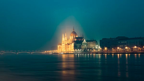 Budapest at night thumbnail