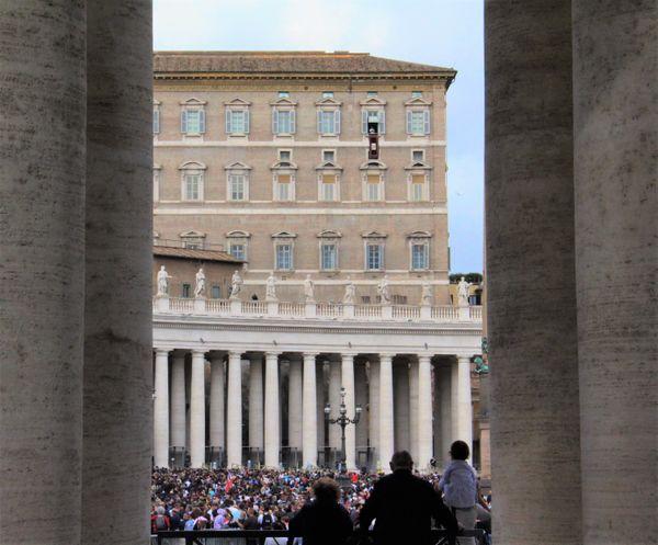 Sunday Mass at the Vatican thumbnail