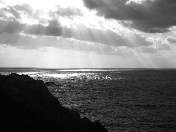 Sunbeam over sea thumbnail