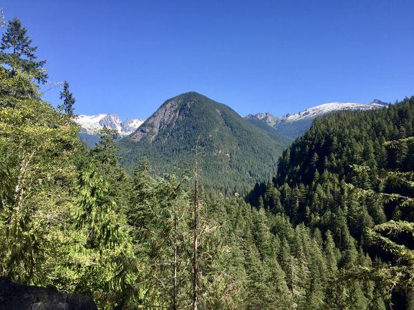 An imposing peek across the North Cascades thumbnail