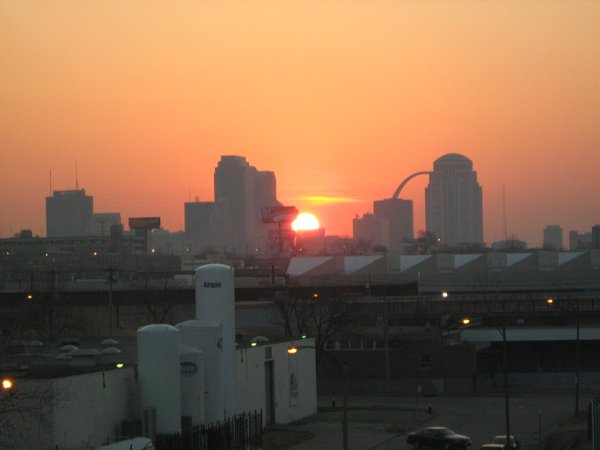Sunrise over St. Louis, MO. thumbnail