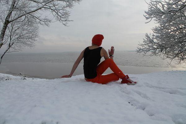 Elena Mamai is yoga master, Vileyka sea thumbnail