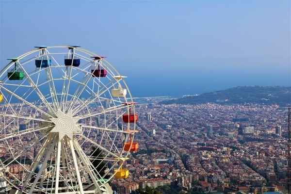 Ferris wheel over Barcelona thumbnail
