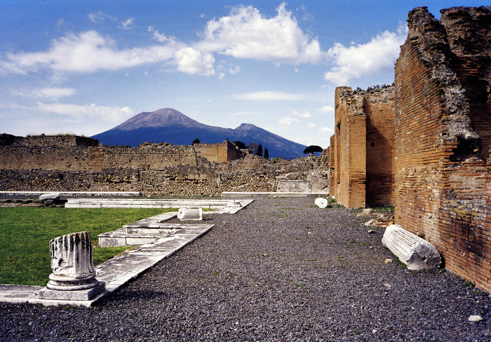 1024px-Vesuvius_from_Pompeii_(hires_version_2_scaled).png