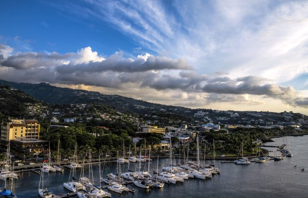 Last lights of the afternoon over Papeete shore. thumbnail