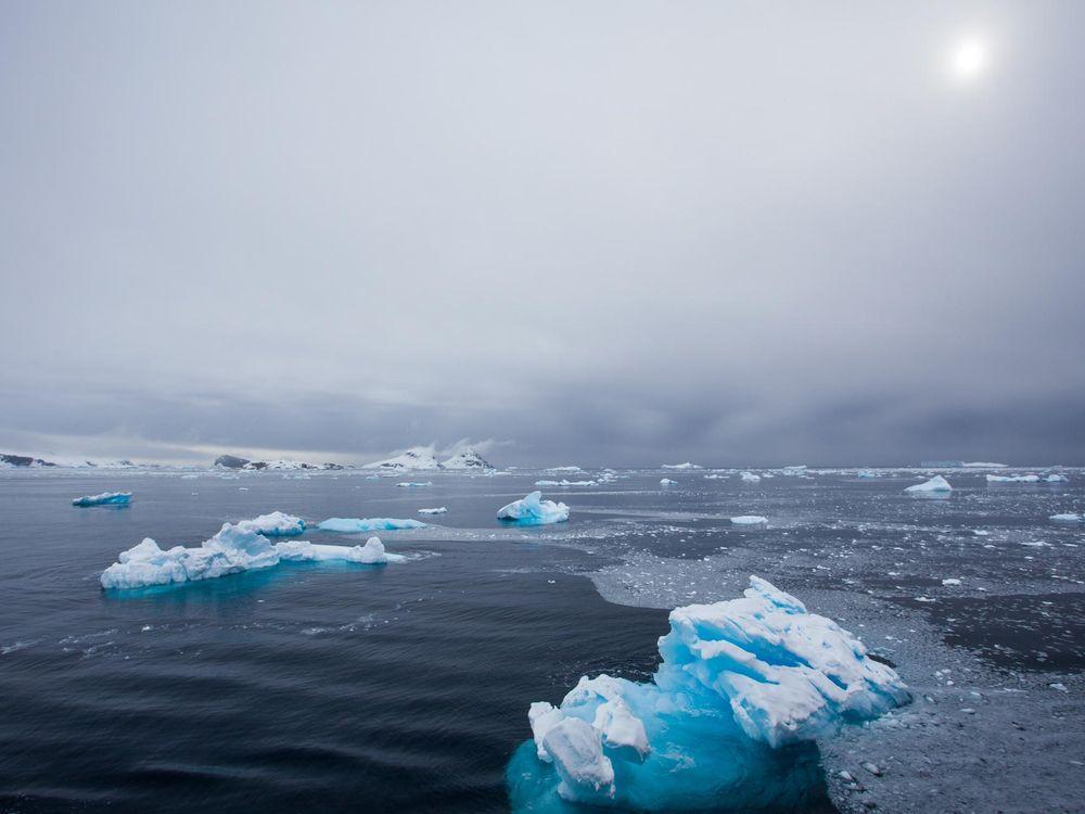 Blue_Ice_in_Antarctica.jpg