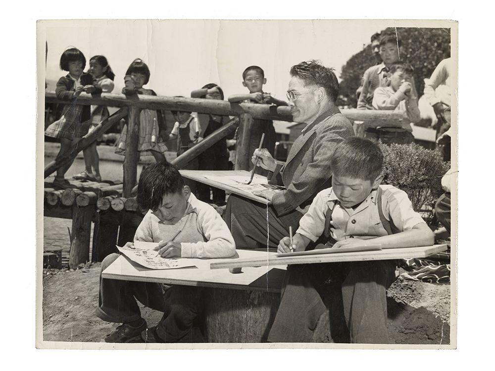 Photograph of Chiura Obata teaching a children's art class at Tanforan Art School, 1942 / unidentified photographer. Chiura Obata papers. Archives of American Art, Smithsonian Institution.