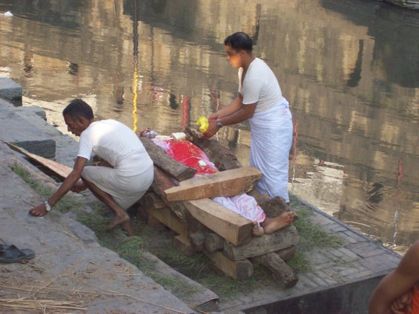 Preparation for cremation on Baghmati River thumbnail