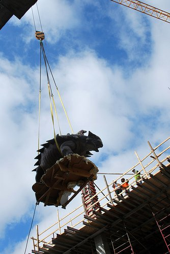 20110520083310hmns-ankylosaur-fly.jpg
