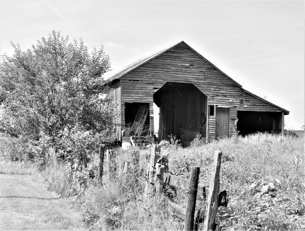 An old barn in the Shenandoah Valley of Virginia. thumbnail