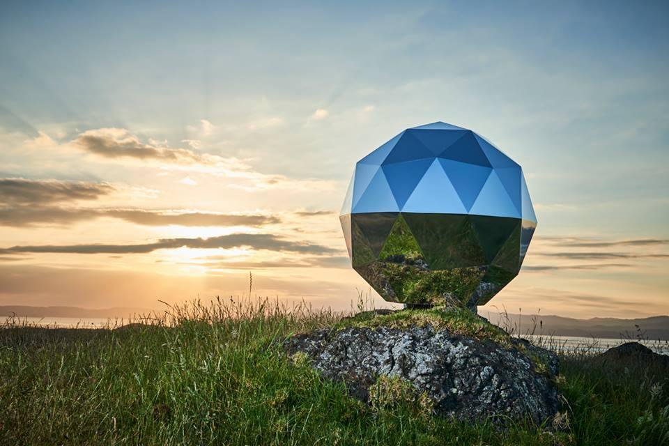 Glittery sphere