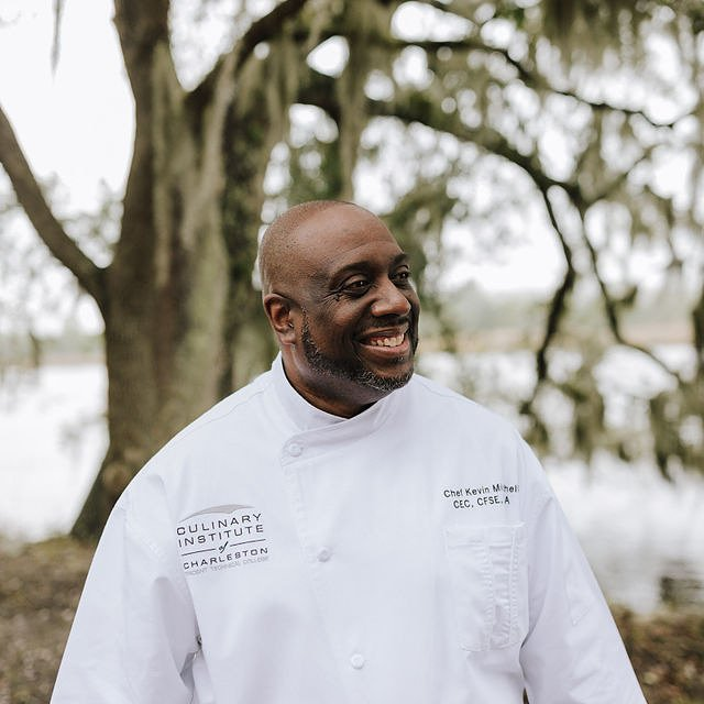 Discover the History of Charleston in Three Mouthwatering Meals