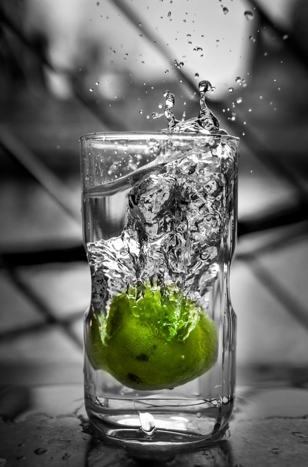 Fresh green lemon in water splash thumbnail