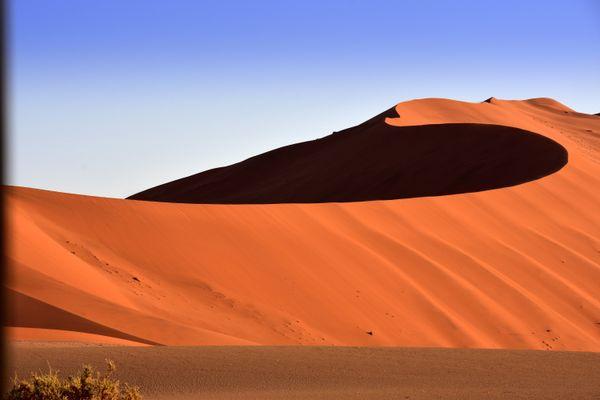 Red sand dunes of Sossusvlei thumbnail