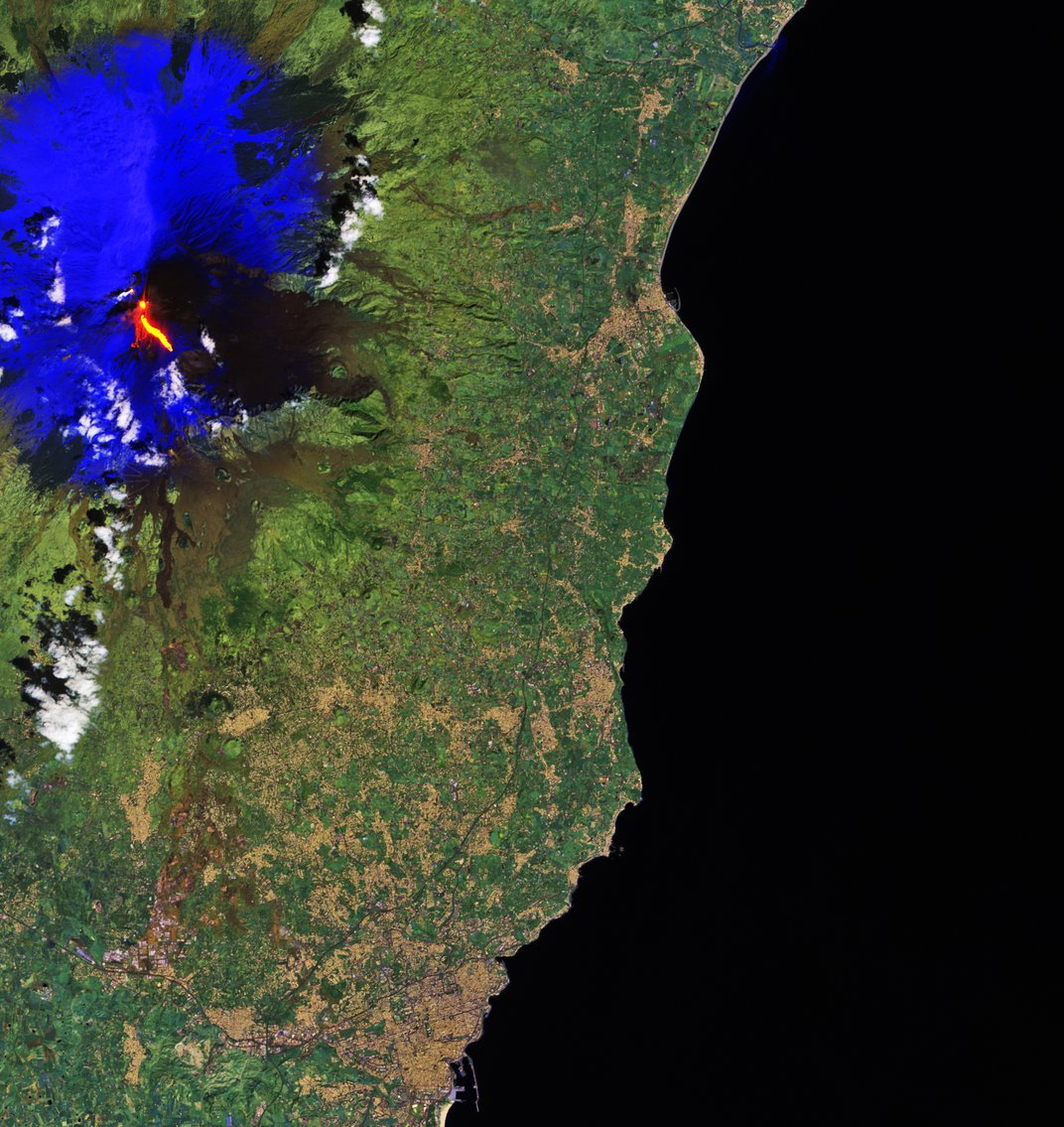 Mount Etna's Fiery Eruptions Are Visible From Space