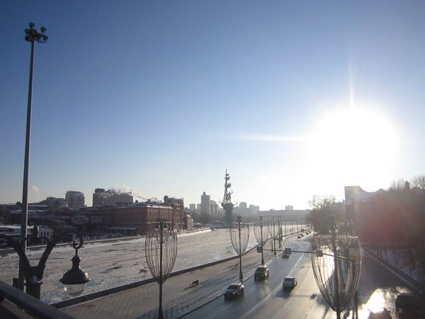 Sunset over the frozen Moskva river thumbnail