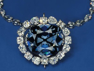 Smithsonian Associates Streaming presents surprising stories behind the jewels in the Smithsonian National Gem Collection.