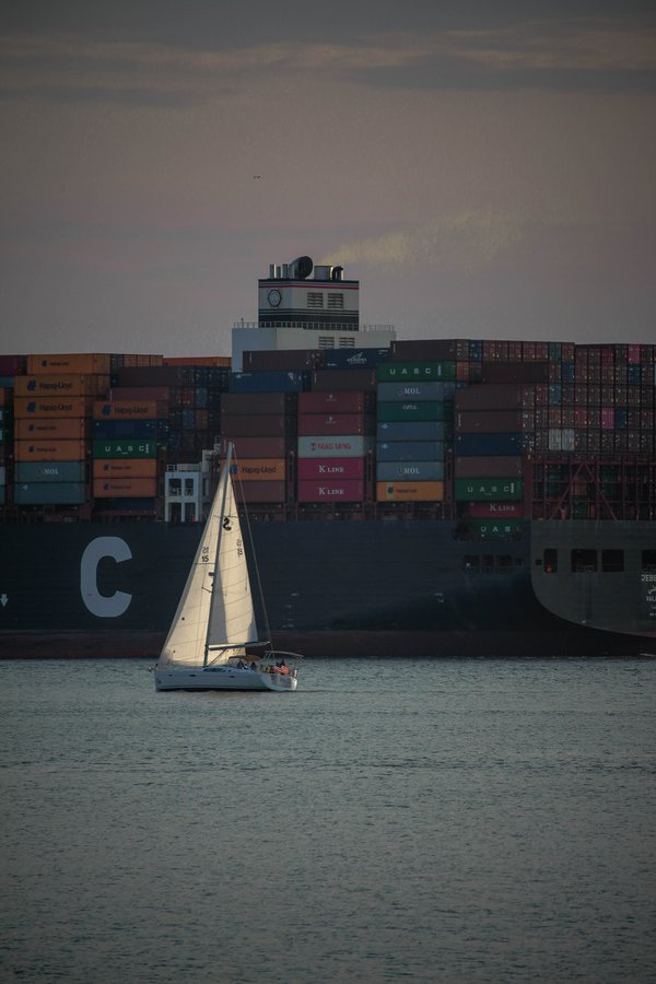 Sails vs. freighter  thumbnail
