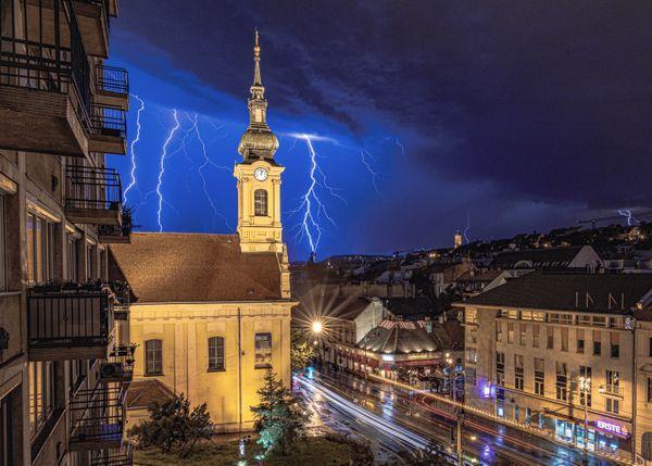 Lightning in Budapest thumbnail