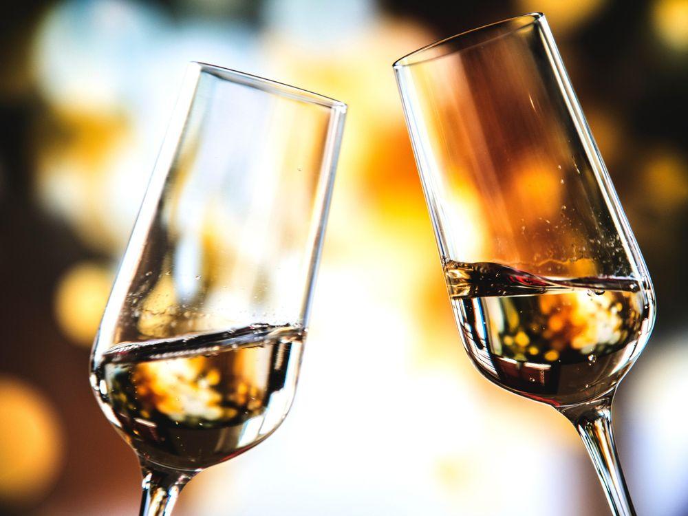 alcohol-background-beverage-1446320.jpg