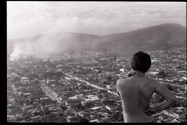 Mateo y la tierra en humos thumbnail
