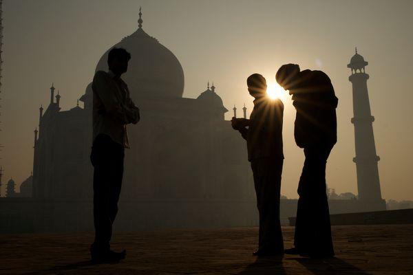Silhouette at Taj Mahal thumbnail