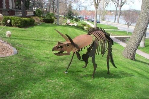 Triceratops-dino-sculpture.jpeg