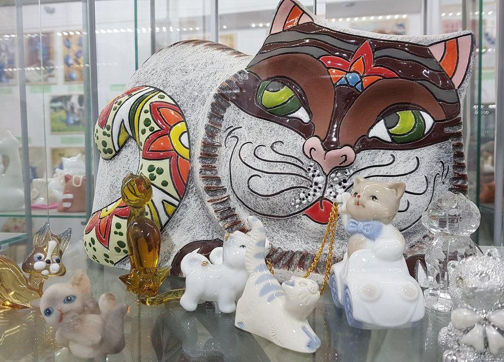 Cat Museum figurines