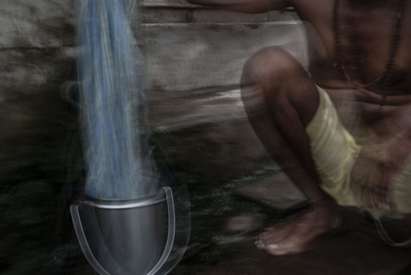 Washerman in the Ghats thumbnail