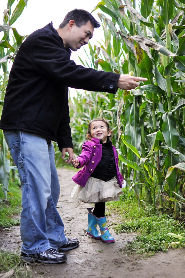 father and daughter in corn maze thumbnail