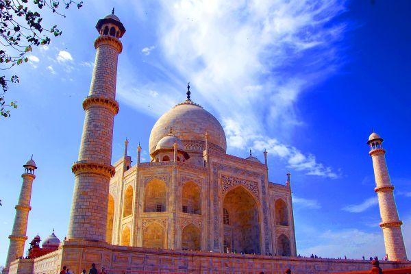 Taj Mahal remember  for Love in INDIA . thumbnail