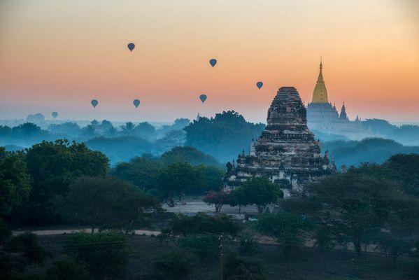 Sunrise in Bagan thumbnail