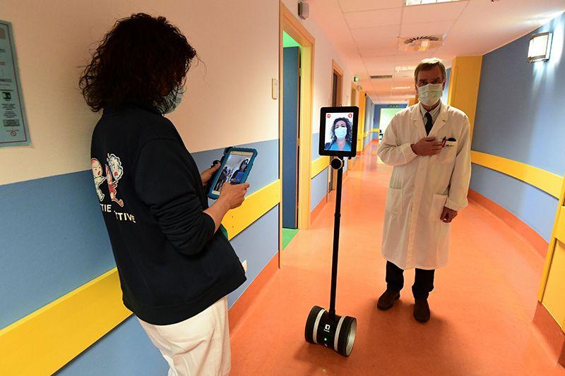 robots during coronavirus.jpg