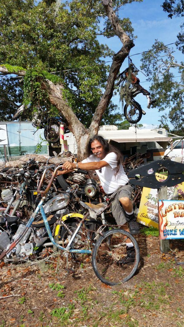 Motorcycle Junk Yard thumbnail