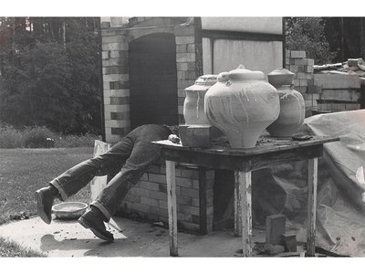 Photograph of Don Reitz loading a kiln on his farm in Spring Green, Wisconsin, circa 1965 / unidentified photographer. Don Reitz papers, circa 1940-2015. Archives of American Art, Smithsonian Institution.