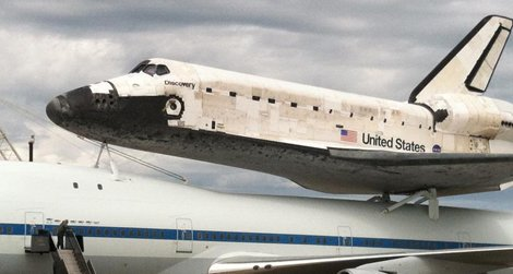 The Space Shuttle Discovery arrives at Dulles International Airport