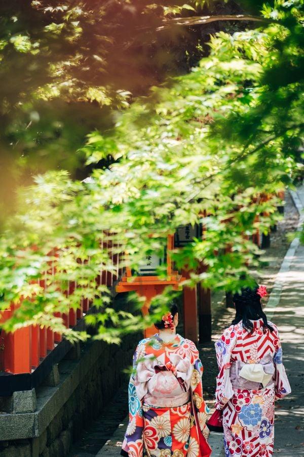 Kimono Girls in Kyoto thumbnail